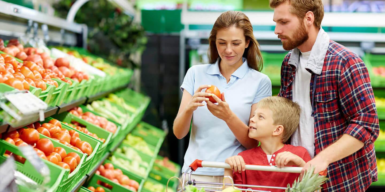 familia-comprando-supermercado
